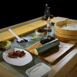 Mise en place classique du buffet Saveurs & Savoirs (le poisson est au frais).