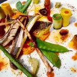 Filets de dorade royales, purée de carottes au cumin, ratatouille en deux façons, légumes croquants et sauce vierge folle