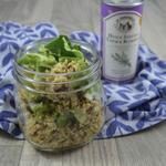 Salade de quinoa et feuille de chou-fleur.