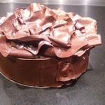 FORET NOIRE- un biscuit chocolat, en trois couches, crème diplomate chocolat 70% - cerises amarena, crème fouettée vanille bourbon, chocolat tiré)... peut etre réalisé sans cerisesamarena