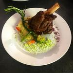 Sourie d'agneau rôtie, purée ciboulette huile de truffe et légumes de saison glacés