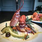 Le homard aux agrumes, guacamole et chips de légumes