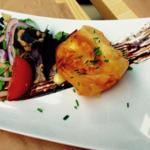 Croustillant de Saint-Marcellin, salade de jeunes pousses et balsamique réduit