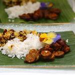 Rougail saucisse fumée, boucane riz aux haricots rouge, sauce carry