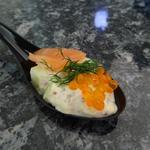 Bouchée concombre, moutarde à l'ancienne, saumon et oeufs de truite