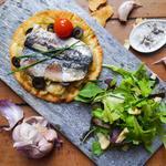 Tarte fine aux sardines, façon pissaladière
