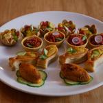 Bouchées Otah Otah : mini coupelles de chili au crabe, aux légumes et à la mangue (végétarien)
