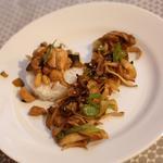 Champignons sautés au piment vert et sauté de volaille aux petits légumes