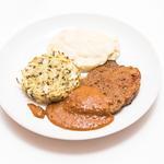 Steak de seitan sauce cameline, purée coco au cèleri, médaillon de pomme de terre au poireau