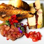 Pressé de foie gras au confit de cranberries, brioche aux baies de goji, chutney de grenade