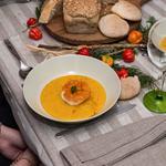 Velouté de potimarron au curry, mousse d'oeuf coeur fondant