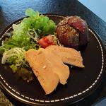 Terrine de foie gras maison, tatin de pommes et magret fumé