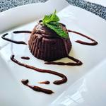 Brownie cru accompagné de sa sauce cajou / chocolat / cannelle