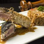 Filé de thon en croûte de sésame sauce teriyaki  et son riz spécial