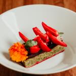 Cake moelleux pistache, fruits rouges, fraises fraiches et sa mousse légère