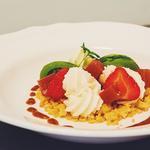 Crumble de tomates, chèvre et fraises