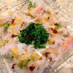 Ceviché de dorade et lieu jaune , vinaigrette aux agrumes et tomate, salade de wakamé