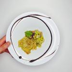 Assiette dégustation: Gyoza au canard confit, fondue de poireaux aux 5 épices et jus de canard laqué