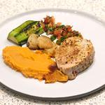 Noix de veau, crémeux de patates douces, légumes croquants et condiments au gingembre