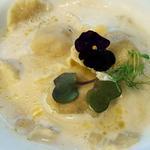 Raviolis au foie gras, émulsion jus de vollaile