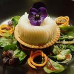 Tartelette au coeur de palmier, crème de parmesan.
