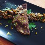 Raviole fraîche maison au cacao et filet de canard confit à l'huile D'olive