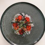 Carpaccio de dorade, fraises, citron vert et mizuna