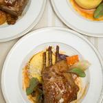 Carré d'agneau aux épices douces et fruits secs, polenta crémeuse