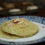 Baghrir : crêpe marocaine farcie aux fruits de saison caramélisés au miel d'orange et cannelle.