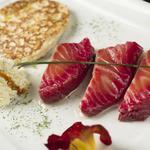 Saumon Gravelax et blinis de pommes de terre crème fleurette au zest de citron vert et miel