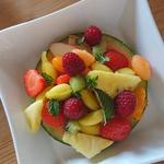 Anneau de melon, déclinaison de fruits frais à la menthe