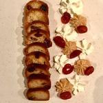 Baba au rhum raisin, crème fouettée avec une touche de mascarpone, mascarpone au caramel beurre salé & cerises confites