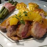 """Magret de canard, sauce à l'orange, pommes duchesse """"maison"""" et haricots verts"""