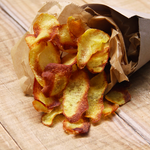 Cornet de pommes frites maison assaisonnées aux herbes de Provence