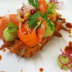 Gaufre citron et guacamole, crevettes roses à la marinées à la coriandre