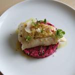 Cabillaud rôti, Riz rose à la betterave & feuilles de curry et Crème de parmesan