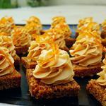 Bouchées caramel sur pain d'épices maison et oranges confites