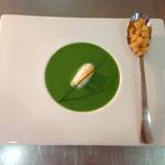 Velouté de cresson, persil et roquette, crème montée à l'aneth, croutons