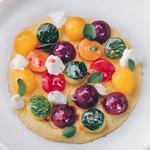 œufs brouillés aux légumes,fromage de chèvre, poivre rose, marjolaine