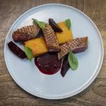 Magret de canard, courge, betterave rouge, basilic