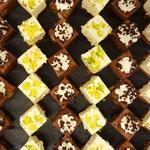 Carrés brownie au chocolat et fruits secs caramélisés et petits cheesecakes au citron vert