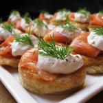 Blini maison au saumon fumé, crème fraîche épaisse et aneth