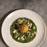 Oeuf mollet frit , semoule de brocoli, choux romanesco et copeaux de foie gras