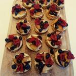 Sablés bretons, crème vanille et fruits frais