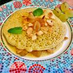 Baghrir ( crêpe marocaine farci aux fruits, miel amandes et cannelle)