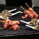 Verrine de quinoa aux petits légumes et Brochette de poulet tandoori, citron vert