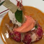 Homard bleu sur gelée de consommé de homard au basilic, purée de chou-fleur