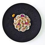 Carpaccio de Saint-Jacques, citron caviar, kumquat confit et oxalys