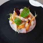 Mortadelle, carotte et asperge blanche, jeunes pousses de légumes et crème acidulée