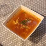 Soupe à la tomate, gingembre et oeuf